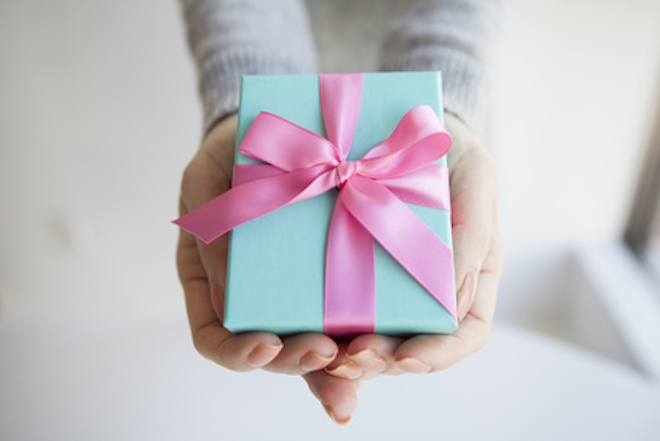 Women have received a gift box of pink ribbon